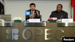 سهیل محمد وزیر نفت امارات و رئیس دورهای اوپک (چپ) در کنار محمد بارکیندو دبیرکل اوپک در نشست امروز وین - ۲۲ ژوئن ۲۰۱۸