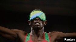 Le Kényan Samwel Mushai Kimani gagne la médaille d'or lors de la finale de 1500 mètres, à Rio de Janeiro, Brésil, le 13 septembre 2016.