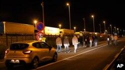 Migranti blizu ulaza u Eurotunel u Kaleu