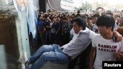 中國示威者衝擊日資百貨公司