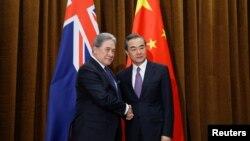 中国外长王毅2018年5月25日在北京会见新西兰外长彼得斯。