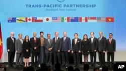 Đại diện các nước tham gia ký kết Hiệp định Đối tác Xuyên Thái Bình Dương TPP ở Auckland, New Zealand, 4/2/2016.