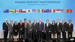 환태평양경제동반자협정, TPP 회원국 12개국이 4일 뉴질랜드 오클랜드에서 공식 서명식을 가졌다.