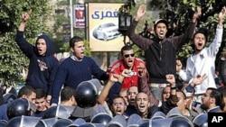 愤怒的埃及抗议者连续第三天示威,高呼反政府口号