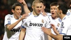 Benzema le anotó a su ex equipo y rompió la maldición del Real Madrid que nunca le había marcado un gol al Lyon en Francia.