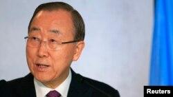 Sekretè Jeneral Ban Ki-moon prezante eskiz li 3 fwa bay pèp ayisyen an, nan jounen jedi premye desanm 2016 la: an Kreyòl, Fransè ak Anglè, pou eklatman epidemi kolera a ann Ayiti.