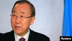 Sekretaris Jenderal PBB Ban Ki-moon dalam pembicaraan reunifikasi Siprus di Swiss (7/11). (Reuters/Pierre Albouy)
