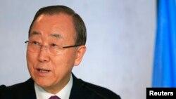 Sekretè Jeneral l'ONU an, Ban Ki-moon, pandan li tap mande pèp ayisyen an padon, nan jounen jedi premye desanm 2016 la an kreyòl, fransè ak angliè, pou eklatman kolera ann Ayiti.