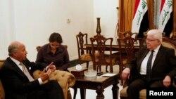 فؤآد معصوم (راست) روز یکشنبه با لوران فابیوس وزیر امور خارجه فرانسه دیدار کرد - بغداد، ۱۹ مرداد ۱۳۹۳