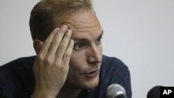Aron Modig regresó a Suecia el martes por la noche luego de haber estado detenido en la isla más de una semana.
