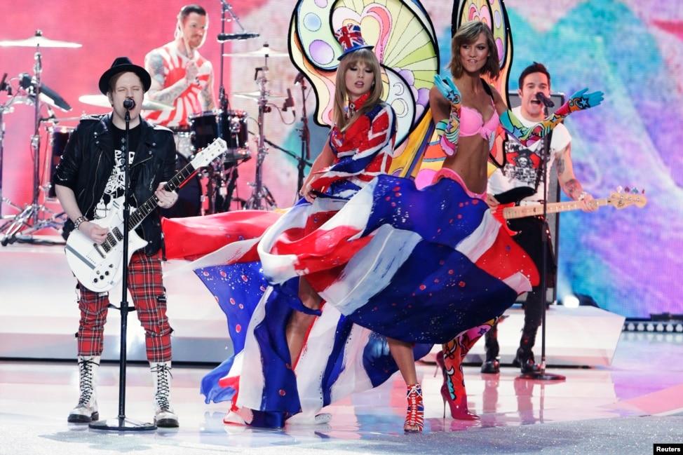 Who Hosts Victorias Secret Fashion Show