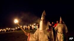 Ảnh tư liệu - Thành viên nhóm Ku Klux Klan diễu hành tại Thị trấn Cedar Town, tiểu bang Georgia ngày 23/04/2016