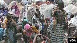 Ribuan warga Somalia yang mengungsi akibat bencana kekeringan, tinggal di tenda-tenda sementara di ibukota Mogadishu.
