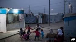 美國領導聯軍空襲下的伊敘難民。
