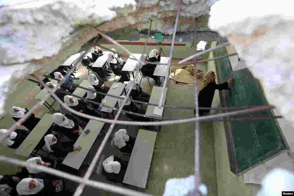 فلسطین میں اسرائیل کی بمباری سے متاثرہ ایک اسکول۔