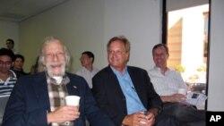 林丹(右起)杜磊和顾尤勤三位美国教授出席演讲会