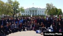 2015 Southeast Asia Youth Leadership Program participants in front of the White House (Courtesy: Center for Southeast Asian Studies, Northern Illinois University)