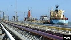Venezuela suministra a EE.UU. alrededor de un millón de barriles de crudo diariamente.