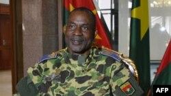 Les avocats du général Gilbert Diendéré, cerveau présumé du putsch manqué de septembre 2015 au Burkina Faso, 17 septembre 2015.