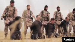 지난해 11월 이슬람 수니파 무장반군 ISIL이 인질들을 참수하는 장면을 공개했다. (자료사진)