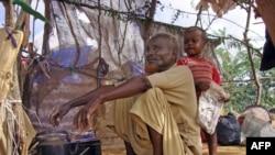 Mogadişu'nun güneyinde kuraklıktan kaçarak bir kampa sığınan Somalili Muhammed Idris