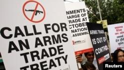 Hiệp ước Buôn bán Vũ khí cấm các quốc gia thành viên không được chuyển vũ khí tới những nước mà nhân quyền bị chà đạp.