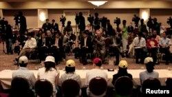 지난 2006년 미국에 난민 자격으로 정착한 탈북자들이 캘리포니아주 로스앤젤레스에서 기자회견을 갖고 있다. (자료사진)