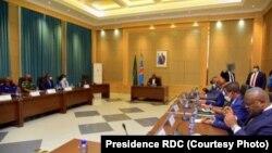 Président Félic Tshisekedi (C) azali kokamba likita lya bokengi na Kinshasa, 23 février 2021. (Twitter/Présidence RDC)