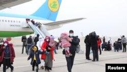 Ozbekistanê 25 jin û 73 zarok ji Sûrîyê anînin