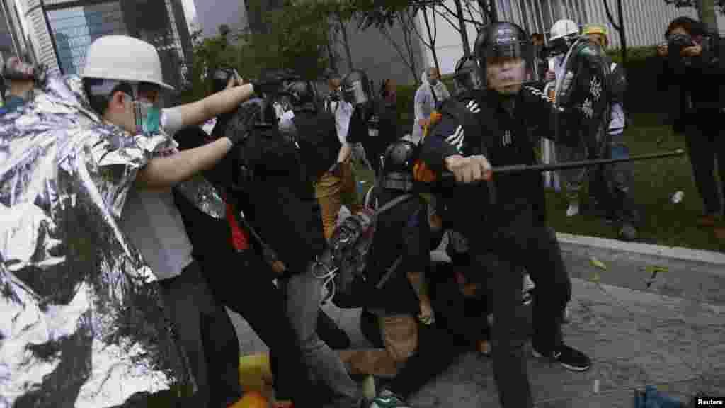 Masu Rajin Demokuradiyya Hong Kong Suna Gaba Zanga- Zangar, Disamba 1, 2014.