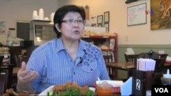 "Merry Istiowati, pemilik restoran ""Merry's House of Chicken."" (Foto: VOA)"