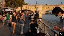 Khung cảnh bên sông Seine ở Paris, Pháp, vào ngày 11/9/2020. Số ca nhiễm Covid-19 mới đang gia tăng đến mức báo động tại Pháp.