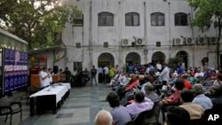 Press Club of India President Gautam Lahiri addresses a gathering of journalists in New Delhi, India, April 3, 2018.