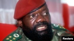 Jonas Savimbi dans le camp de l'Unita à Jamba, photo non datée. (Reuters)