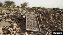 Les décombres d'un ancien mausolée détruit par des militants islamistes à Tombouctou, au Mali, le 25 juillet 2013.