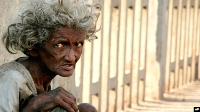 A homeless Indian woman begs on a bridge in Mumbai (file photo)