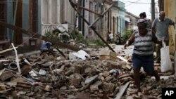 허리케인 샌디의 영향으로 파괴된 쿠바의 산티아고 데 가옥들