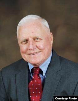克劳德·巴菲尔德,美国企业研究所经济专家