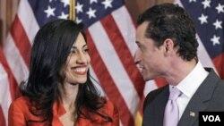 En su declaración pública el representante Anthony Weiner todo pidió disculpas sobre todo a su esposa, Huma Abedin.