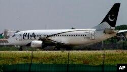 Một chiếc máy bay của hãng hàng không quốc doanh PIA chuẩn bị cất cánh từ sân bay Benazir Bhutto ở Islamabad, Pakistan. (Ảnh tư liệu)