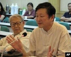 北京学者杜光(左)和章立凡