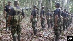 El grupo terrorista peruano Sendero Luminoso financia sus actividades con el narcotráfico.