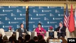 美中高级官员在芝加哥出席活动。 (美国之音 黎堡拍摄)