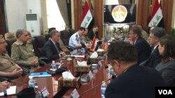 U.S. Defense Secretary Ash Carter (center right) meets with Iraq's Minister of Defense Khaled al-Obaidi in Baghdad, Iraq, April 18, 2016. (C. Babb via Twitter / VOA)
