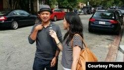 Rizal Mantovani bercerita tentang film terbarunya kepada wartawan VOA, Dhania Iman.