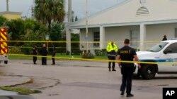 پولیس کے مطابق فائرنگ سے ایک کم عمر لڑکا جب کہ ایک بڑی عمر کا شخص ہلاک ہوئے۔