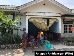 Para pengungsi etnis Muslim Rohingya di Medan, Sumatra Utara, Senin, 17 Juni 2019. (Foto: Anugrah Andriansyah/VOA)