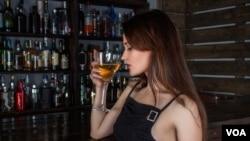 بنابه مطالعات، ۲۲ درصد از مصرف کنندگان الکل به آن اعتیاد پیدا می کنند.
