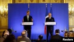 Джон Керри и Лоран Фабиус во время совместной пресс-конференции. Париж, Франция. 27 февраля 2013 года