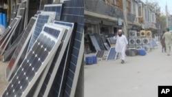 بازار جلال آباد که در این اواخر از رونق خوبی در فروش لوازم برق آفتابی برخوردار شده است.